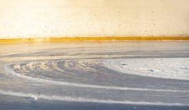 Nowy hokeja na lodzie lodowisko właśnie nalewa outdoors f fotografia stock