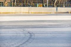 Nowy hokeja na lodzie lodowisko właśnie nalewa outdoors f fotografia royalty free