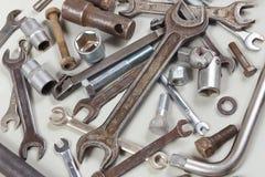 Nowy i ośniedziały metalu narzędzie części dla samochodu i naprawiamy zbliżenie Zdjęcia Stock
