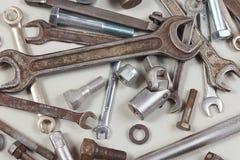 Nowy i ośniedziały metalu narzędzie dla samochód naprawy zbliżenia Zdjęcie Royalty Free