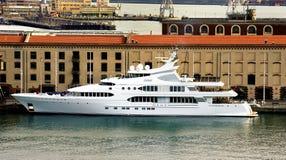 Nowy jacht w genui Zdjęcie Royalty Free