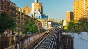 Nowy Jork Bronx podgrodzia kolei pociągu dnia timelapse zbiory