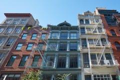 Nowy Jork domów typowe fasady z pożarniczej ucieczki schodkami Obraz Royalty Free