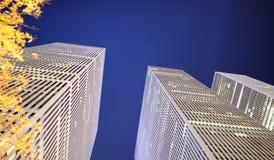 Nowy Jork drapacze chmur na jesieni nocy Zdjęcie Stock