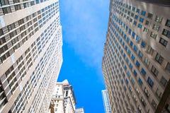Nowy Jork drapaczy chmur widok Oddolny zdjęcia stock