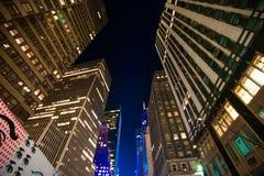 Nowy Jork drapaczy chmur widok Oddolny w nocy obraz royalty free