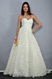 NOWY JORK, KWIECIEŃ - 22: Wzorcowy pozować dla Anne barki bridal prezentaci Fotografia Royalty Free