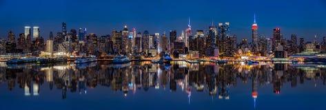 Nowy Jork linia horyzontu odbijająca w hudsonie fotografia royalty free