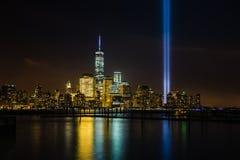 Nowy Jork linia horyzontu z uznaniem w światłach Obrazy Stock