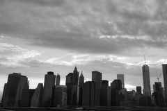 Nowy Jork Manhattan drapacz chmur na mosta brooklyńskiego zmierzchu Zdjęcia Stock