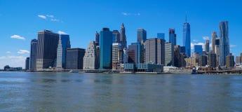Nowy Jork Manhattan linia horyzontu - 1, 2017 - widok od Brooklyn MANHATTAN, NOWY JORK, KWIETNIA - Obrazy Royalty Free