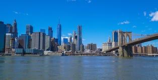 Nowy Jork Manhattan linia horyzontu - 1, 2017 - widok od Brooklyn MANHATTAN, NOWY JORK, KWIETNIA - Zdjęcie Stock