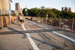 Nowy Jork miasto, usa,/- JUL 10 2018: Powitanie Brooklyn znak dalej obraz royalty free