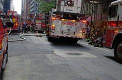 NOWY JORK, NOWY JORK SIERPIEŃ TWENTIETH: Miasto Nowy Jork Pożarniczy dział na scenie Sierpień 20th 2016 przy wschodu 40th ulicą m Zdjęcie Royalty Free