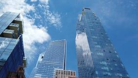 Nowy Jork, NY, usa Pionowo widok drapacz chmur przy Wysokiej linii terenem Widok od dna nakrywa? zdjęcie wideo