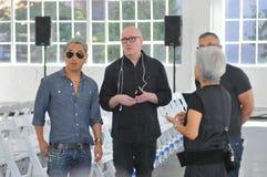 NOWY JORK, NY - WRZESIEŃ 06: (L-R) projektanci Ronen Jehezkel i Parke Lutter przygotowywają zakulisowego przy Parke & Ronen wiosną Zdjęcie Stock