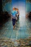 NOWY JORK, NY - WRZESIEŃ 06: Modele chodzą pas startowego przy kłamstwa SANGBONG lata 2015 kolekcją Obraz Royalty Free