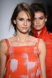 NOWY JORK, NY - WRZESIEŃ 04: Modele chodzą pasa startowego finał przy Marissa Webb pokazem mody Zdjęcie Royalty Free