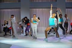 NOWY JORK, NY - WRZESIEŃ 03: Modele wykonują podczas Athleta pasa startowego przedstawienia Zdjęcia Stock