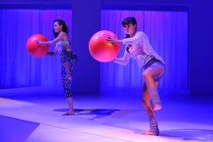 NOWY JORK, NY - WRZESIEŃ 03: Modele wykonują podczas Athleta pasa startowego przedstawienia Fotografia Royalty Free