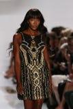 NOWY JORK, NY - WRZESIEŃ 08: Naomi Campbell chodzi pas startowego podczas Diane Von Furstenberg pokazu mody obraz royalty free