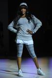 NOWY JORK, NY - WRZESIEŃ 03: Model chodzi pas startowego podczas Athleta pasa startowego przedstawienia Zdjęcia Royalty Free
