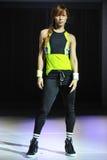 NOWY JORK, NY - WRZESIEŃ 03: Model chodzi pas startowego podczas Athleta pasa startowego przedstawienia Zdjęcia Stock