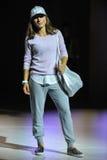 NOWY JORK, NY - WRZESIEŃ 03: Model chodzi pas startowego podczas Athleta pasa startowego przedstawienia Obrazy Stock