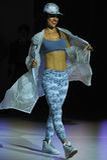 NOWY JORK, NY - WRZESIEŃ 03: Model chodzi pas startowego podczas Athleta pasa startowego przedstawienia Obraz Royalty Free