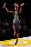 NOWY JORK, NY - WRZESIEŃ 04: Model chodzi pas startowego przy Desigual wiosny 2015 pokazem mody Obrazy Royalty Free