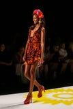 NOWY JORK, NY - WRZESIEŃ 04: Model chodzi pas startowego przy Desigual wiosny 2015 pokazem mody Zdjęcia Stock