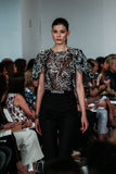 NOWY JORK, NY - WRZESIEŃ 09: Model chodzi pas startowego przy Oskar De Los Angeles Renta pokazem mody Zdjęcie Stock
