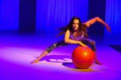 NOWY JORK, NY - WRZESIEŃ 03: Model wykonuje podczas Athleta pasa startowego przedstawienia Zdjęcie Royalty Free