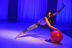 NOWY JORK, NY - WRZESIEŃ 03: Model wykonuje podczas Athleta pasa startowego przedstawienia Fotografia Royalty Free