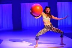NOWY JORK, NY - WRZESIEŃ 03: Model wykonuje podczas Athleta pasa startowego przedstawienia Obrazy Stock