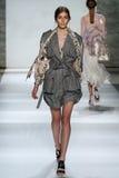 NOWY JORK, NY - WRZESIEŃ 05: Wzorcowa wigilia Delf chodzi pas startowego przy Zimmermann pokazem mody Fotografia Stock