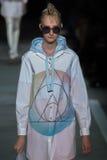 NOWY JORK, NY - WRZESIEŃ 09: Wzorcowy Charlotte Lindvig chodzi pas startowego przy Marc Marc Jacobs pokazem mody Fotografia Stock
