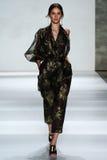 NOWY JORK, NY - WRZESIEŃ 05: Wzorcowy Iuliia Danko chodzi pas startowego przy Zimmermann pokazem mody Obraz Stock