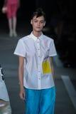 NOWY JORK, NY - WRZESIEŃ 09: Wzorcowy Kremi Otashliyska chodzi pas startowego przy Marc Marc Jacobs pokazem mody Obraz Stock