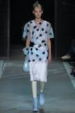 NOWY JORK, NY - WRZESIEŃ 09: Wzorcowy Maartje Verhoef chodzi pas startowego przy Marc Marc Jacobs pokazem mody Zdjęcie Royalty Free