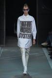 NOWY JORK, NY - WRZESIEŃ 09: Wzorcowy Mariina Keskitalo chodzi pas startowego przy Marc Marc Jacobs pokazem mody Obrazy Royalty Free