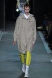 NOWY JORK, NY - WRZESIEŃ 09: Wzorcowy Natalie Westling chodzi pas startowego przy Marc Marc Jacobs pokazem mody Zdjęcie Stock