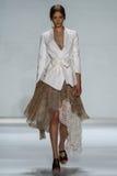 NOWY JORK, NY - WRZESIEŃ 05: Wzorcowy Tanya Katysheva chodzi pas startowego przy Zimmermann pokazem mody Obraz Royalty Free