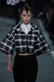 NOWY JORK, NY - WRZESIEŃ 09: Wzorcowy Towa Wahlin chodzi pas startowego przy Marc Marc Jacobs pokazem mody Zdjęcia Stock