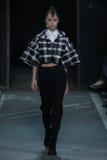 NOWY JORK, NY - WRZESIEŃ 09: Wzorcowy Towa Wahlin chodzi pas startowego przy Marc Marc Jacobs pokazem mody Fotografia Royalty Free