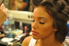 NOWY JORK, SIERPIEŃ - 08: Wzorcowy dostaje przygotowywający zakulisowy przy Top Model Latina 2014 Zdjęcie Stock