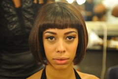 NOWY JORK, SIERPIEŃ - 08: Wzorcowy dostaje przygotowywający zakulisowy przy Top Model Latina 2014 Zdjęcia Royalty Free