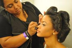 NOWY JORK, SIERPIEŃ - 08: Wzorcowy dostaje przygotowywający zakulisowy przy Top Model Latina 2014 Zdjęcia Stock