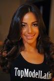 NOWY JORK, SIERPIEŃ - 08: Wzorcowy dostaje przygotowywający zakulisowy przy Top Model Latina 2014 Fotografia Royalty Free