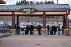 NOWY JORK Styczeń, 2019 Ludzie robią zakupy przy Woodbury premii Pospolitym ujściem na Jan 05, 2019 w Woodbury, Nowy Jork, usa zdjęcia stock